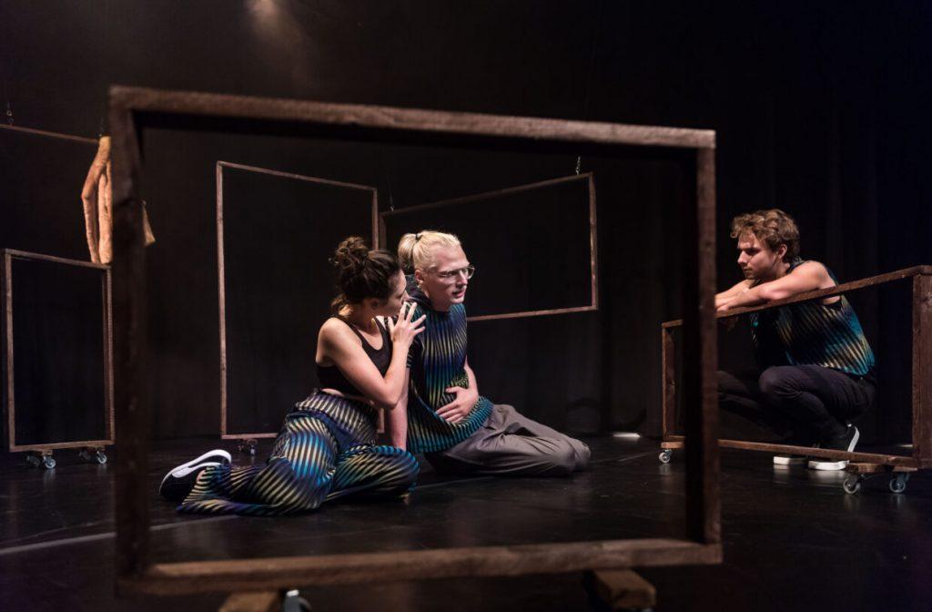 Scene foto van toneelstuk Nina Bobo door Koen Verheijden - Theater De Generator