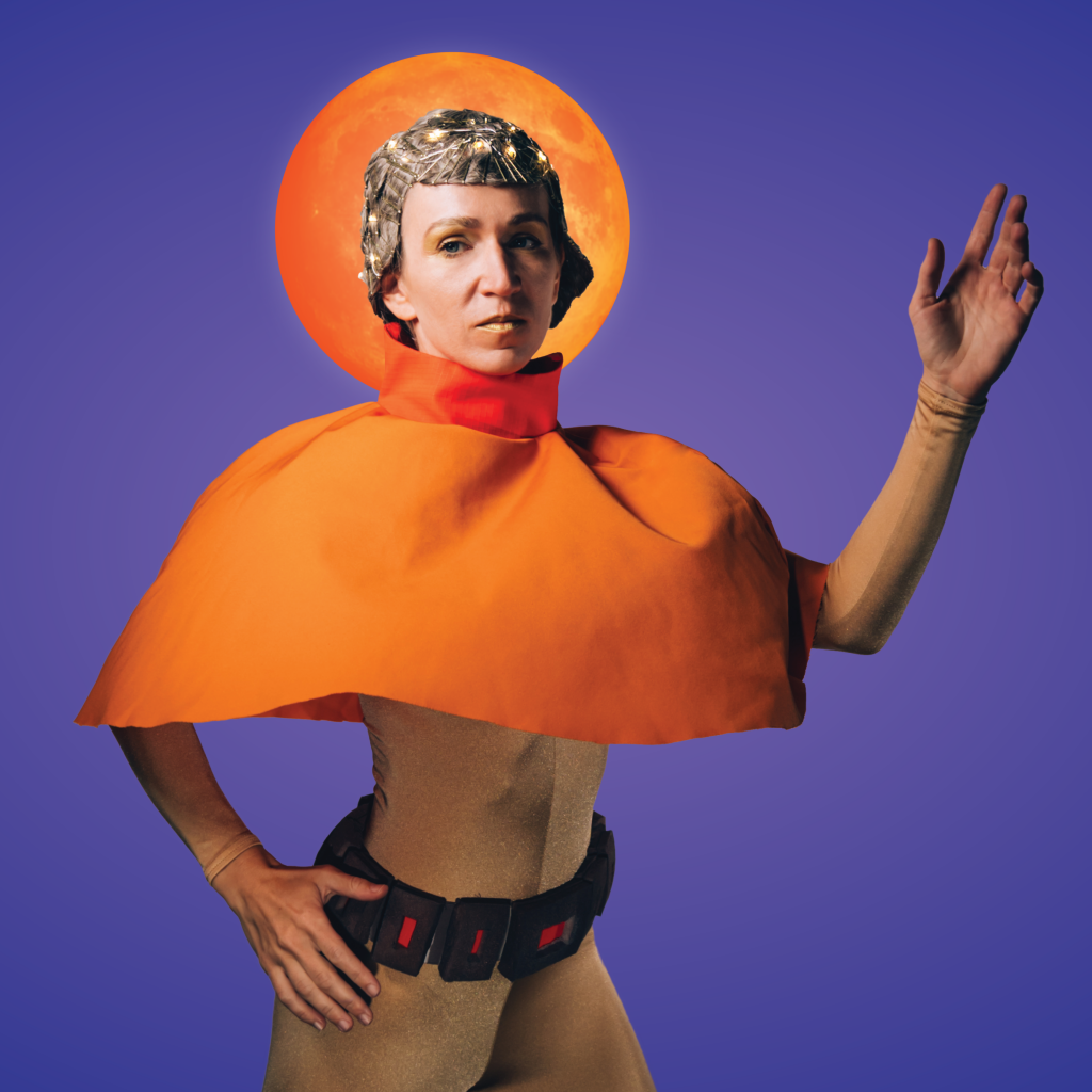 Sandra Kramerová poseert als het buitenaardse meisje Majka
